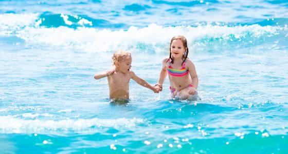Tema barn på stranden Thailand Malaysia Asia