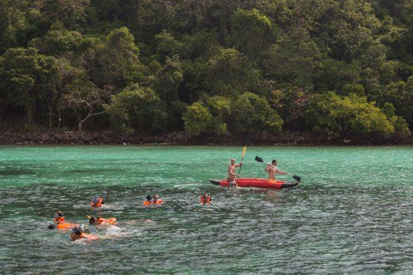 Snorkling og kayakkleie er noen av aktivititene som Koh Talu kan friste med.