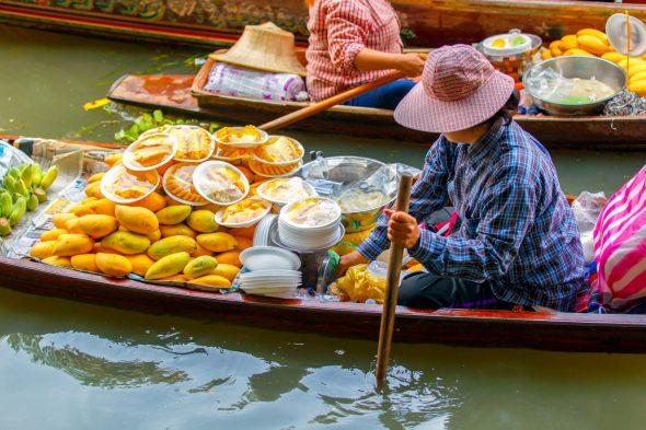 Det flytende markedet i Damnoen Saduak.