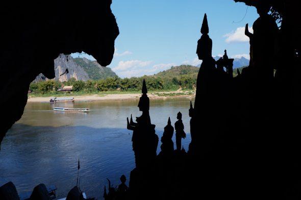Pak Ou-grotten mot vann